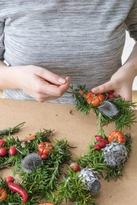 Christmas-Wreath-Step-by-Step-QCTW014-nicola-stocken.jpg