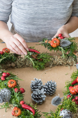 Christmas-Wreath-Step-by-Step-QCTW016-nicola-stocken.jpg