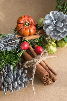 Christmas-Wreath-Step-by-Step-QCTW025-nicola-stocken.jpg