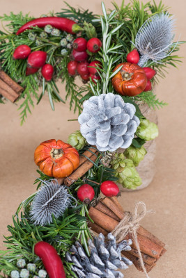 Christmas-Wreath-Step-by-Step-QCTW027-nicola-stocken.jpg