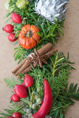 Christmas-Wreath-Step-by-Step-QCTW028-nicola-stocken.jpg