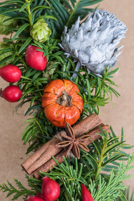 Christmas-Wreath-Step-by-Step-QCTW033-nicola-stocken.jpg