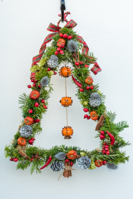 Christmas-Wreath-Step-by-Step-QCTW038-nicola-stocken.jpg
